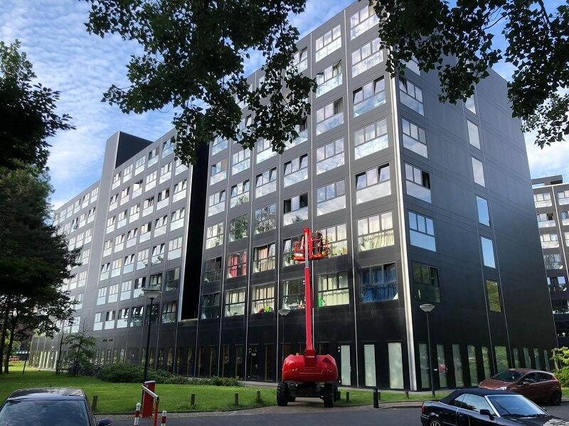 Coverplan beplakt glas met zonwerende folie bij de Zwarte Dozen in Leiden